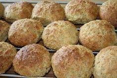 Grovboller med spelt og gulerødder Baking Recipes, Cake Recipes, Danish Food, Bread Bun, Fabulous Foods, Different Recipes, Bread Baking, No Bake Cake, Diabetic Recipes