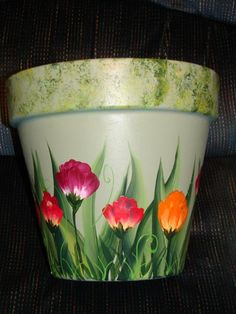 Clay Pot - Painted vibrant florals on this clay pot. Used Plaid FolkArt outdoor Clay Pot - Painted v Flower Pot Art, Clay Flower Pots, Flower Pot Crafts, One Stroke Painting, Tole Painting, Pottery Painting, Painting Clay Pots, Painting Flowers, Clay Pot Projects