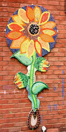 Madison and I are going to do a project like this soon. We are going to use painted beans and noodles. Small glass stones and rocks. Mosaic Wall Art, Mosaic Diy, Mosaic Garden, Mosaic Crafts, Mosaic Projects, Tile Art, Mosaic Glass, Mosaic Designs, Mosaic Patterns