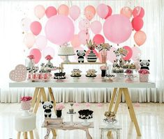 Prepare for panda cuteness, because these panda party ideas will knock your socks off! We are totally loving this new party trend! Panda Birthday Party, Happy Birthday Girls, Panda Party, 1st Boy Birthday, Birthday Ideas, Panda Baby Showers, Panda Decorations, Asian Party, Peach Party