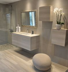 Deco salle de bain carrelage medium to large size of beautiful gallery design trends s idee House Design, Bathroom Interior Design, Interior, House Styles, Home Decor, Bathroom Remodel Cost, Modern Bathroom, Home Deco, Bathroom Decor