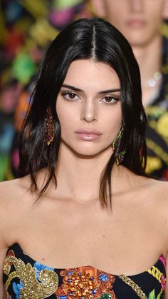 Take a look at the Kendall Jenner trend file, the best looks worn by on trend Kendall. Kendall Jenner Workout, Kendall Jenner Modeling, Kendall Jenner Bikini, Kendall Jenner Makeup, Kylie Jenner Hair, Kendall Jenner Instagram, Kendall Jenner Outfits, Kendall And Kylie Jenner, Kendalll Jenner