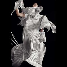 Fashion Architecture - sculptural fashion design with structured construct // Sonia Biacchi Paper Fashion, 3d Fashion, Fashion Details, Fashion Design, Fashion Styles, Fashion Trends, Mode 3d, Structured Fashion, Mode Costume