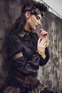 Bluse mit Rüschen & Schnürung - schwarz