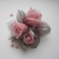 Perfect to add that finishing touch to your wedding!  Unique lifelike flower design!  Happy accent for any hairstyle!  Color: pastel pink  Size: