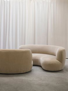 Can we all just take a Monday minute to appreciate this sofa that I've decided I need in my life? Sofa 190 by Pierre Augustin Rose. if you want more design delights 😍 . White Furniture, Sofa Furniture, Rustic Furniture, Furniture Buyers, French Furniture, Luxury Furniture, Furniture Styles, Furniture Design, Perriand