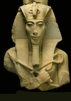 A Cairo teenager found a priceless statue of Pharaoh Akhenaton near a garbage bin after it had been stolen from the Egyptian Museum during anti-regime protests, Egypt& antiquities chief said . Ancient Egyptian Art, Ancient Aliens, Ancient History, Art History, Funny History, History Facts, Objets Antiques, Art Antique, Ancient Artifacts