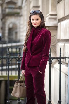Peony Lim in a monochrome velvet suit. See the best street style looks at London Fashion Week right here: Autumn Street Style, Street Style Looks, Cool Street Fashion, Street Chic, Effortlessly Chic Outfits, Fashion Week 2015, Style Snaps, Curvy Outfits, London Fashion