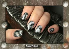 110 - Golden Rose + No Place Like Chrome - Essie // Striping tape & metallic nails @Elle_Oh_Die