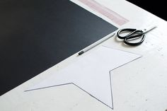Chances are you've bought at least a few of your gifts online this year, So here's a DIY to help you cover them up! This DIY star decorations/ gift boxes Star Diy, 3d Star, Christmas Tree Ornaments, Christmas Crafts, Star Template, Diy 3d, Alternative Christmas Tree, Giant Paper Flowers, Star Decorations