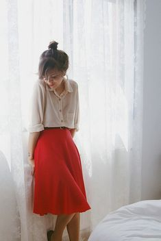 a compilation of great outfit ideas for those who refuse to submit to wearing sweatpants to class every day. Feel free to submit your outfits in the submit link! Fashion Mode, Modest Fashion, Look Fashion, Fashion Beauty, Womens Fashion, Feminine Fashion, Fashion Fashion, Retro Fashion, Korean Fashion