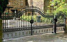 garden gates and wrought iron railings Wrought Iron Driveway Gates, Driveway Entrance, Iron Fences, Tor Design, Design Case, Iron Gate Design, Steel Gate, Entrance Gates, Garden Gates