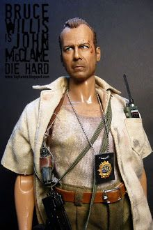bruce willis as john mcclane from die hard Mc Toys, Comic Book Superheroes, Realistic Dolls, Bruce Willis, Custom Action Figures, Sideshow Collectibles, Ball Jointed Dolls, Action Movies, Beautiful Dolls