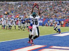 Philadelphia Eagles' DeSean Jackson (10) catches a pass for a touchdown in front of New York Giants' Prince Amukamara