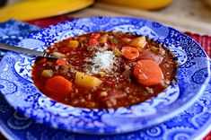 Hamburger Soup from The Pioneer Woman - OMG I made this and its amazing and so tasty. The best part of this are these beautiful dishes! The Pioneer Woman, Pioneer Woman Recipes, Pioneer Women, Beef Recipes, Soup Recipes, Cooking Recipes, Dinner Recipes, Hamburger Recipes, Paleo Dinner