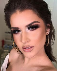 Holiday makeup looks; promo makeup looks; wedding makeup looks; makeup looks for brown eyes; glam makeup looks. Party Makeup Looks, Holiday Makeup Looks, Glam Makeup Look, Wedding Makeup Looks, Glamorous Makeup, Love Makeup, Bridal Makeup, Makeup Tips, Beauty Makeup