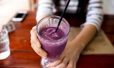 Cuando hace calor, no hay nada mejor que un refresco, jugo, batido o café bien helado. Esta también pueden ser quemagrasas