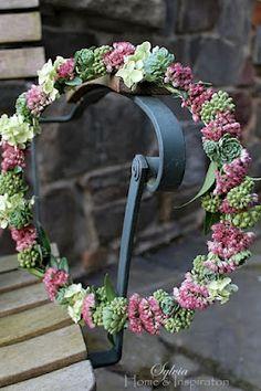 small wreath Home & Inspiration Wreaths For Front Door, Door Wreaths, Fleurs Diy, Flower Garlands, Blossom Flower, Floral Crown, Autumn Inspiration, How To Make Wreaths, Love Flowers