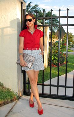 Susana Fernandez | A Key to the Armoire - Another nice summer outfit with shorts