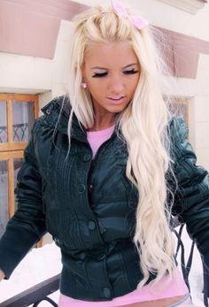 white blonde I WANT MY HAIR LIKE THISSS!!!!! AHHHHHHHHH