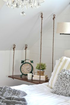 Build a hanging bedside table yourself, # hanging ., Build a hanging bedside table yourself, # hanging table. Basement Bedrooms, Diy Hanging, Hanging Table, Hanging Shelves, Decoration Table, Decoration Crafts, Room Decorations, Diy Table, My Room
