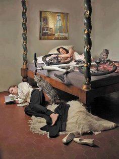 On the bed with bike. Danielle peut s'estimer heureuse, Francis ne lui a pas encore fait ce coup là...