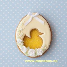 Galleta decorada con glasé real y patito de azúcar. Baby Cookies, Cute Cookies, Easter Cookies, Holiday Cookies, Sugar Cookies, Sugar Eggs For Easter, Sugar Cookie Royal Icing, Cookie Cake Pie, Easter Party