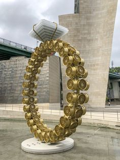 From Guggenheim Museum Bilbao, Joana Vasconcelos, Solitaire (Solitário) light alloy golden wheel rims, crystal whisky glasses, metallized and … Art En Acier, Women Artist, Modern Art, Contemporary Art, Guggenheim Bilbao, Pop Art, Steel Art, Ceramic Figures, Art For Art Sake