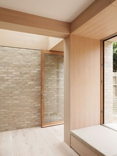 Architecture studio Erbar Mattes added this limewashed brick and glass extension to a house in London, creating a bright and spacious living area Brick Extension, Glass Extension, Rear Extension, Home Interior, Interior And Exterior, Interior Design, Edwardian Haus, Architecture Design, Casas Containers