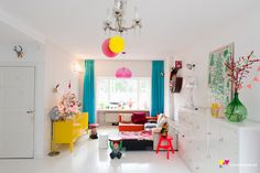 A quirky modern sense of decor and colour accents in the living room #decor #interiordesign