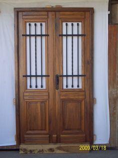 puerta doble de madera colonial estilo antigua Mountain Dream Homes, Estilo Colonial, Old Stone Houses, Front Door Design, House Doors, Iron Doors, Steel Doors, Entrance Doors, Finding A House