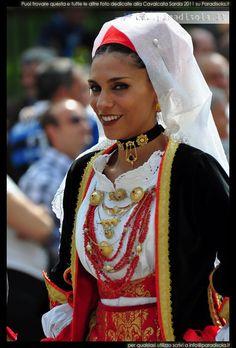 Cavalcata Sarda 2011; Oristano Italian Models, Italian Women, 1960s Fashion, Ethnic Fashion, Outfits For Mexico, Mexico Clothes, Gorgeous Women, Beautiful People, Ukraine