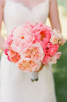 Such a romantic bridal bouquet with pink peonies, garden roses and roses!
