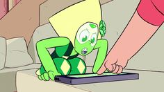 See more 'Steven Universe' images on Know Your Meme! Steven Universe Peridot, Cyanide And Happiness Shorts, Cyanide Happiness, Holy Diver, Face In Hole, Holly Blue, Universe Images, Mothman, All The Feels