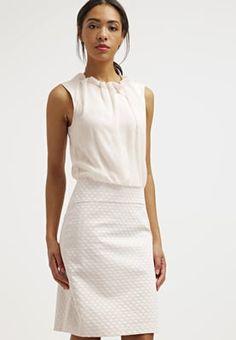 Feminine Styles für den Tag oder den Abend. comma, Cocktailkleid / festliches Kleid - rose für 129,95 € (08.06.16) versandkostenfrei bei Zalando bestellen.