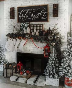 Getting out all the Christmas decoration can be overwhelming but no worries. Here are some festive rustic farmhouse Christmas ideas