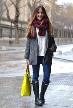 to Look Fabulous – Even on Rainy Days Gray Hunter rain bootsGray Hunter rain boots Casual Winter Outfits, Simple Outfits, Fall Outfits, Fashion Outfits, Outfit Winter, Pretty Outfits, Stylish Outfits, Hunter Boots Outfit, Outfit Des Tages