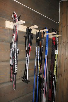 Skistativ til bod - Skistativ - Stiltre Smart Storage, Garage Storage, Bike Storage, Garage Organisation, Organization Ideas, Ski Rack, Winter Cabin, Hanging Canvas, Garage Walls
