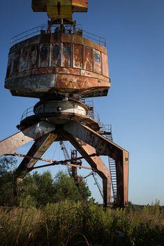Long motionless crane near Pripyat. [667x1000] by BOST01.