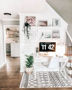 One of the Best Home Sales of the Year Organisation at home can be easy. This study nook takes advantage of an unused space and turns it into a useful home office space Cozy Home Office, Home Office Design, Home Office Decor, Home Decor, Home Office Shelves, Basement Office, Corner Office, Interior Office, House Design