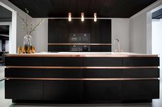 Keukens – Strakk, gepassioneerd vakmanschap in ieder detail Luxury Kitchen Design, Best Kitchen Designs, Luxury Kitchens, Home Kitchens, Kitchen Cabinets Decor, Kitchen Cabinet Design, Home Decor Kitchen, Kitchen Interior, Kitchen Modular