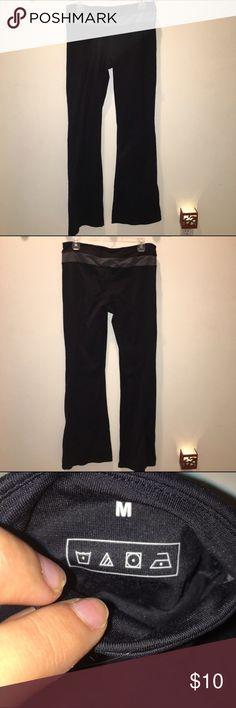 Costco brand yoga pants Size medium & tall. Run a bit large. Very comfortable and flattering! Pants Boot Cut & Flare