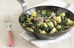 Tarassaco, pancetta e patate in padella