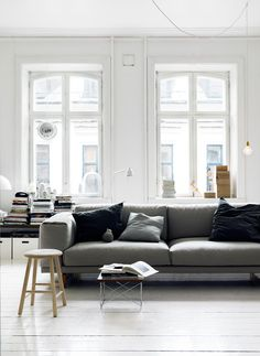 ❤️ high ceiling. Big white windows. Sofa in the middle of the room. Some of the other furniture not my taste but space is good. I'd work it.