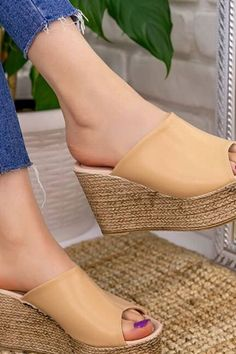 Wedges Heels Mule Sandals Summer 2020 has never been so Stunning! Since the beginning of the year many girls were looking for our Lovely guide and it is finally got released. Now It Is Time To Take Action! See how... #shoes #womenshoes #footwear #shoestrends Pretty Shoes, Cute Shoes, High Heel Boots, Shoe Boots, High Heels, Heeled Mules Sandals, Cute Womens Shoes, Shoe Wardrobe, Everyday Shoes
