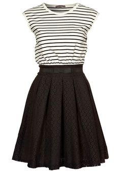 My black and white stripe obsession burns on.