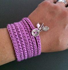 Léger et doux au crochet wrap bracelet ou un collier en fil de coton en orchidée. Cet accessoire amusant et polyvalent est environ 54(137,16 cm) de long et fait environ 7 fois autour d'un poignet de 6-7 mais peut être enroulé plus ou moins de temps pour s'adapter à n'importe quelle