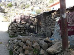#magiaswiat #podróż #zwiedzanie # chardham #blog #azja #indie #zabytki #swiatynia #stupa #miasto #himalaje #yamunotri #konie #jamuna #gangotri #kedarnath #badrinath #joshimath #prayag #dhampanchprayag #siva #vishnu #nanda #rudra #dev Indie, Firewood, Blog, Woodburning, Blogging