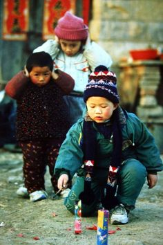 During Spring Festival, setting off firecrackers is one of the happiest pastimes among children. However, fireworks are banned in many cities across China for environmental reasons. [Image Credit: photostock.china.com.cn] via Discover China.