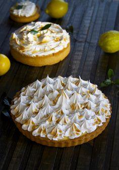 Французский лимонный тарт с курдом и меренгой! Каждое слово говорит, нет, кричит о том, что французы создали невероятный десерт и теперь весь мир пользуется доблестями этой прекрасной нации. Песочное сахарное тесто, которое нам уже знакомо по тарту с франж
